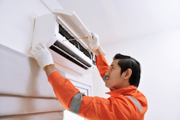 Description: C:\Users\stefa\Downloads\PICTURES\young-asian-male-technician-repairing-air-conditioner-with-screwdriver_9083-1165.jpg